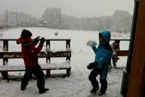 冬は雪遊び