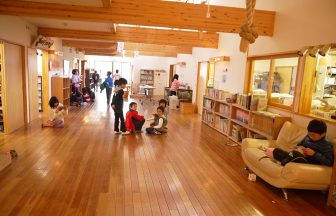 明るく温かみのある木造校舎