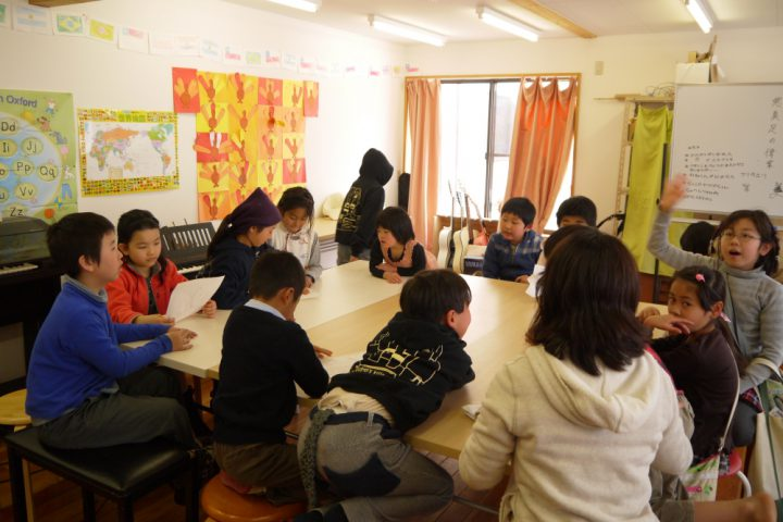 小学校のクラス風景