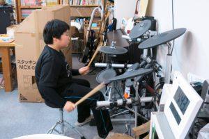 ドラムやギターをやる子も