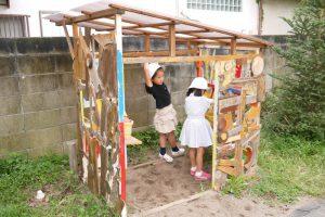 子ども達が作った遊び小屋