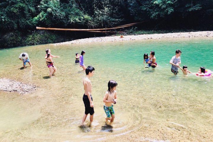 川へ泳ぎに行きました