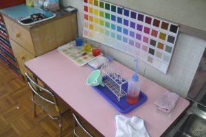 色水を混ぜて色をつくる