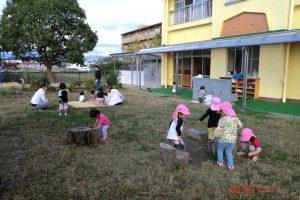0歳児も遊べる芝生広場