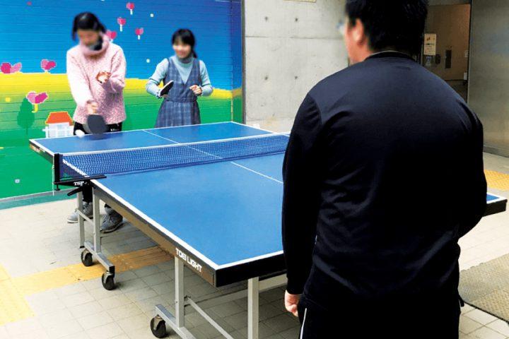 公園や体育館でスポーツ