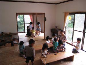 室内は心地よい自然素材を使用